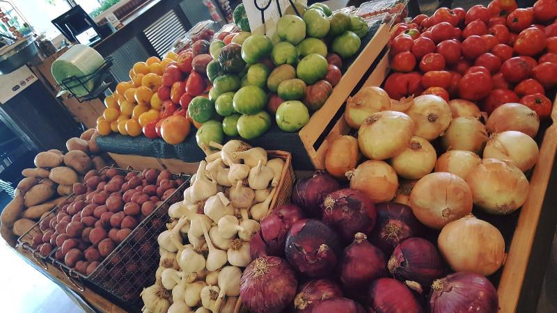 Curb-Market-Memphis-vegetables