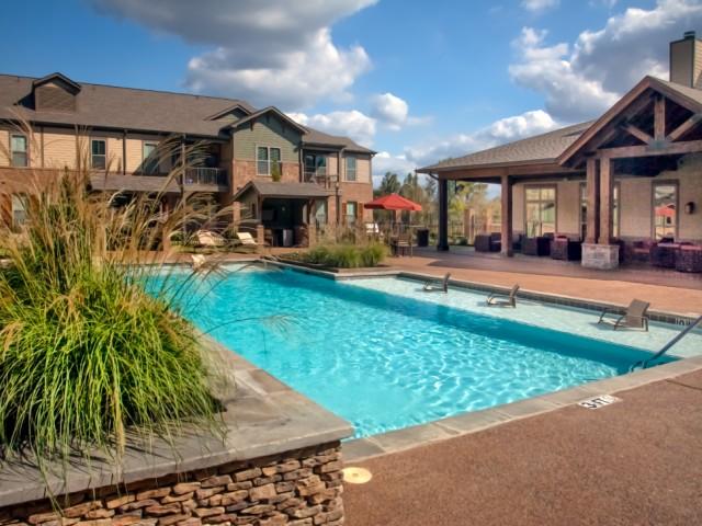 Hall-Creek-at-Arlington-swimming-pool