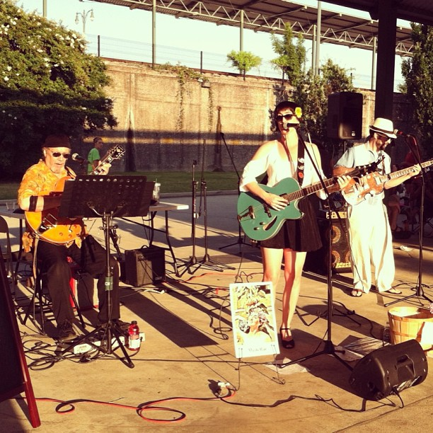 Memphis-Farmers-Market-live-music-performance