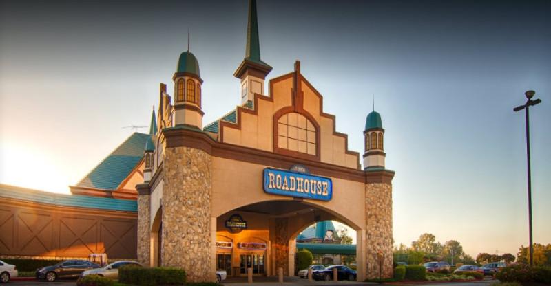 Tunica-Roadhouse-Casino-Hotel-Front-Entrance-4-17-2017-4-30-41-PM