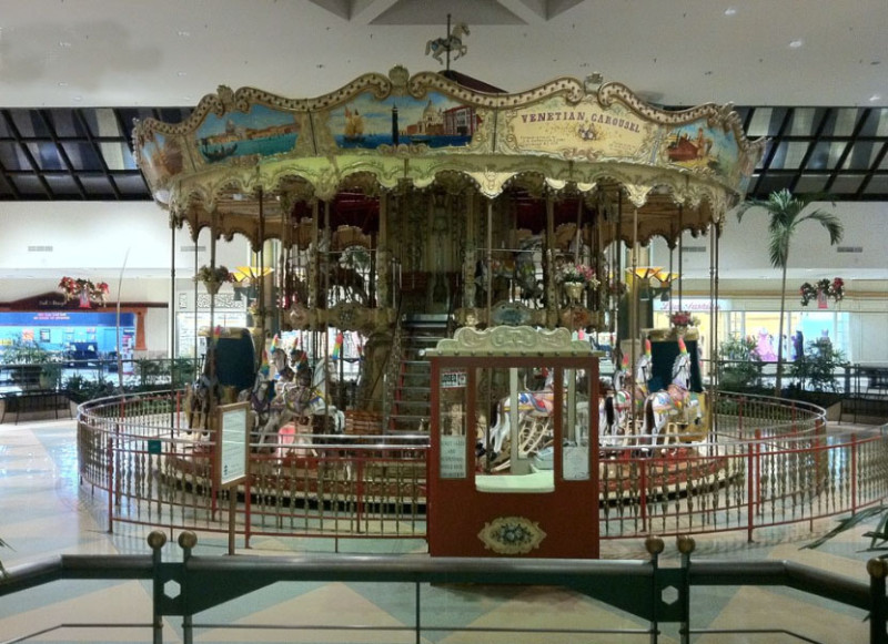 Carousel Mall Shoe Stores