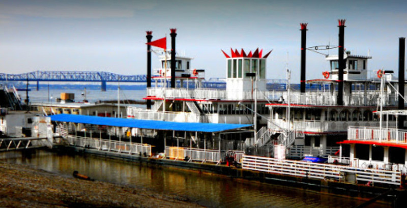 Memphis-Riverboats-on-the-dock