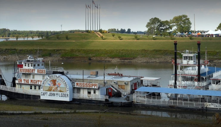 Memphis-Riverboats-on-the-mighty-Mississippi